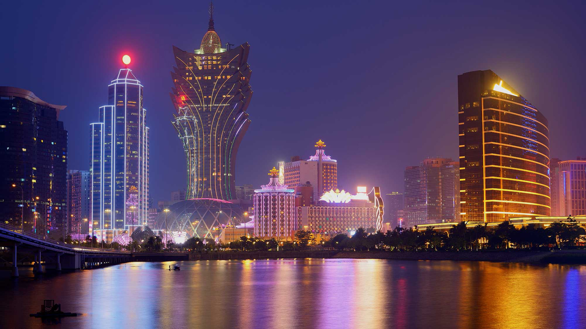 Grand Lisboa Hotel And Casino Ultramodern Tower With Impressive 1920x1080