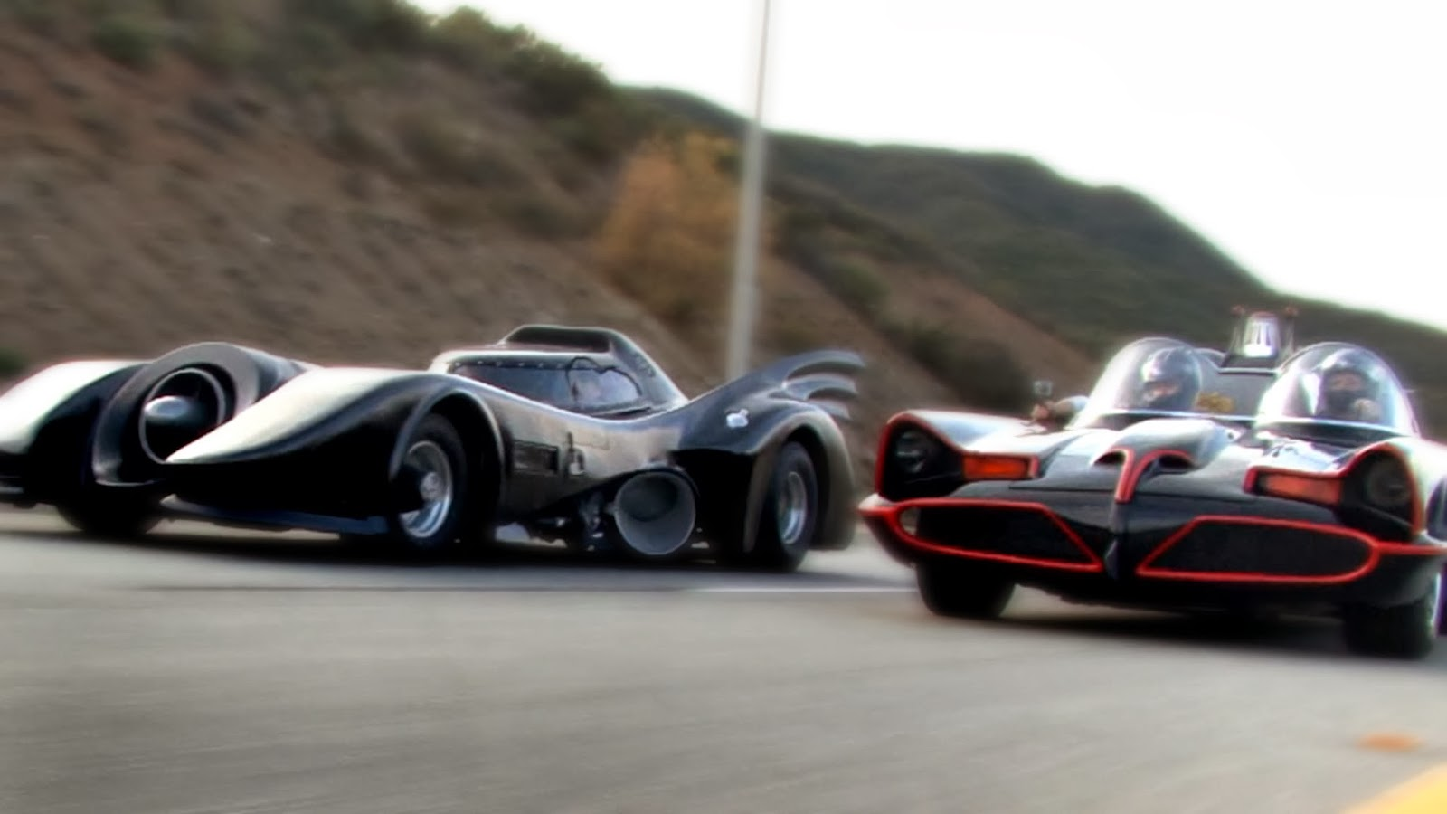 Video 1966 Batmobile VS 1989 Batmobile in Street Race SuperCars 1600x900