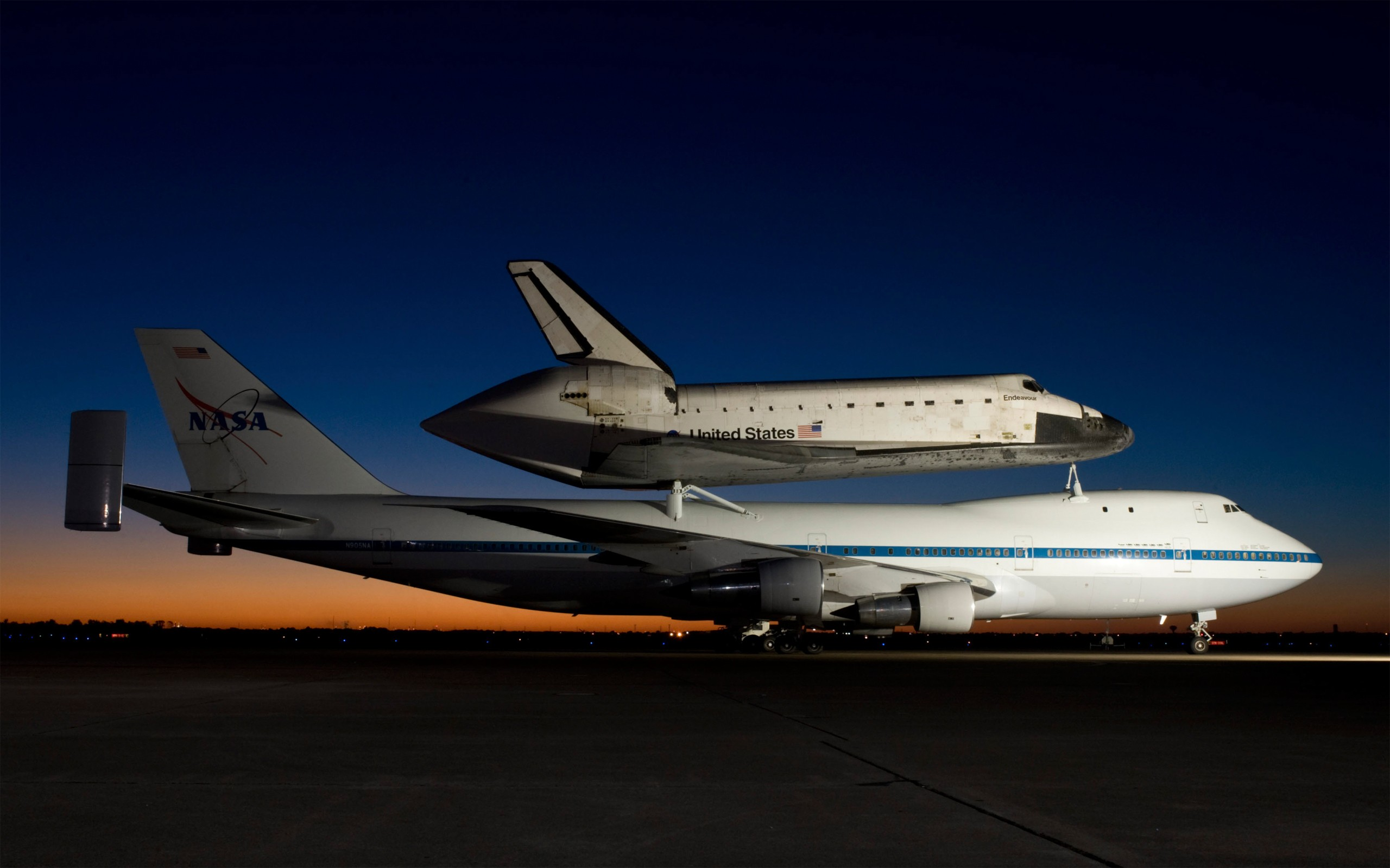 Space Shuttle Endeavour   Wallpaper 39954 2560x1600