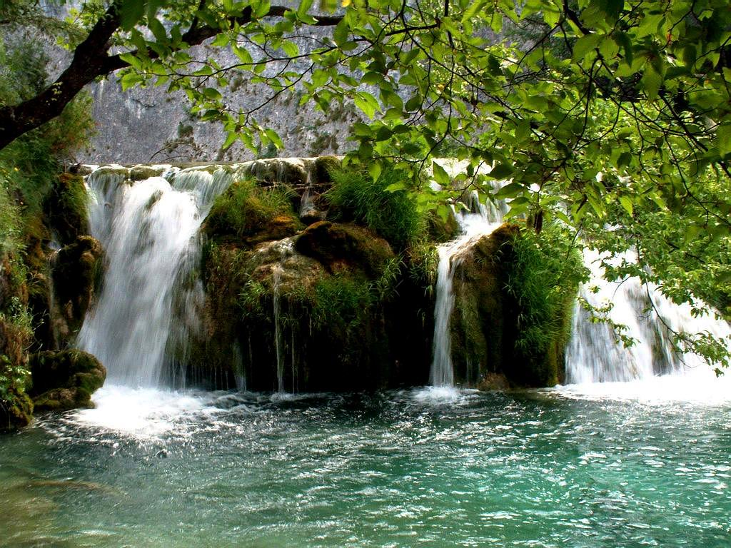 waterfall desktop wallpaper download which is under the waterfall 1024x768