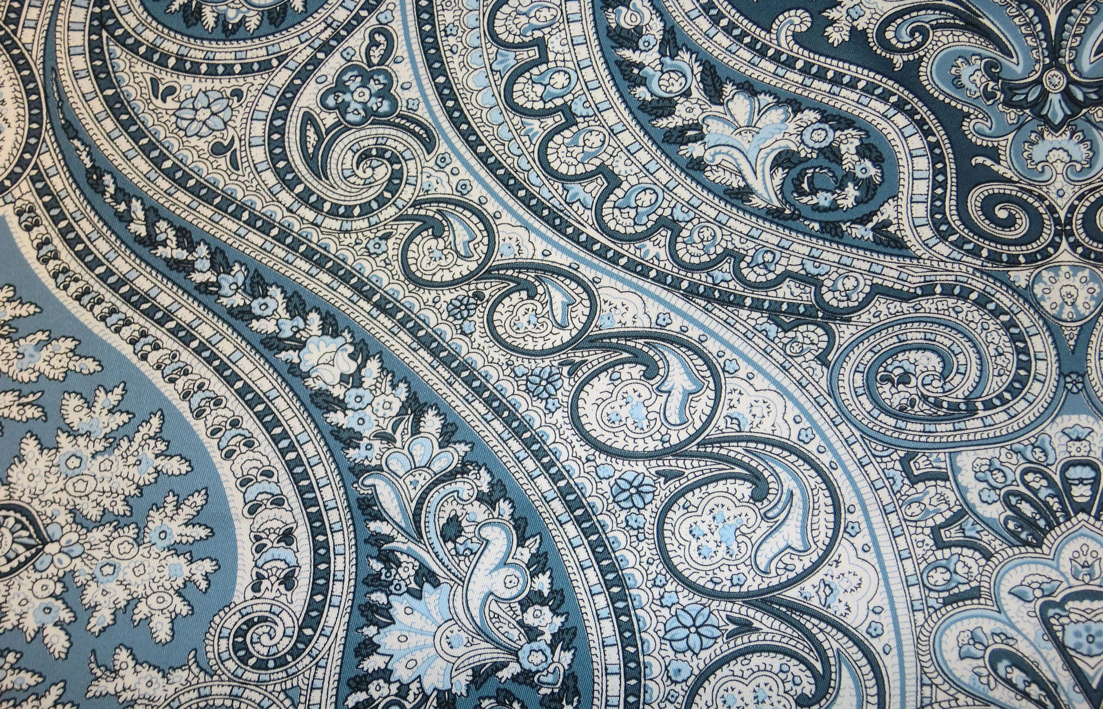 Navy blue paisley wallpaper wallpapersafari for Paisley wallpaper