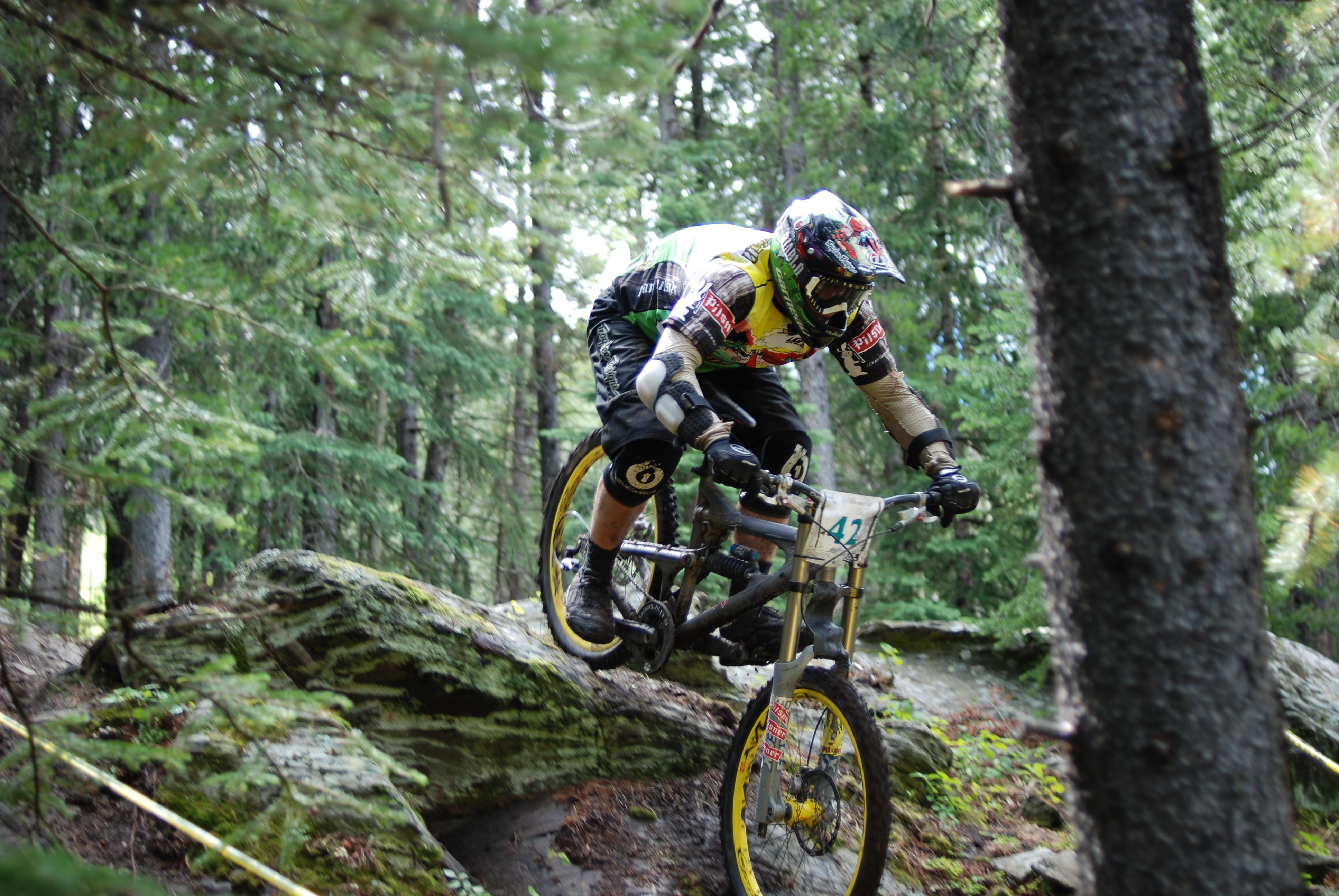 Description Mountain bike in downhill racejpg 3872x2592