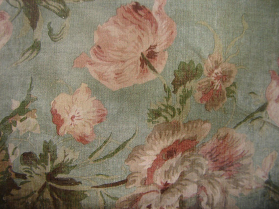 vintage floral wallpaper imageFrench shabby pink flowers large 570x428