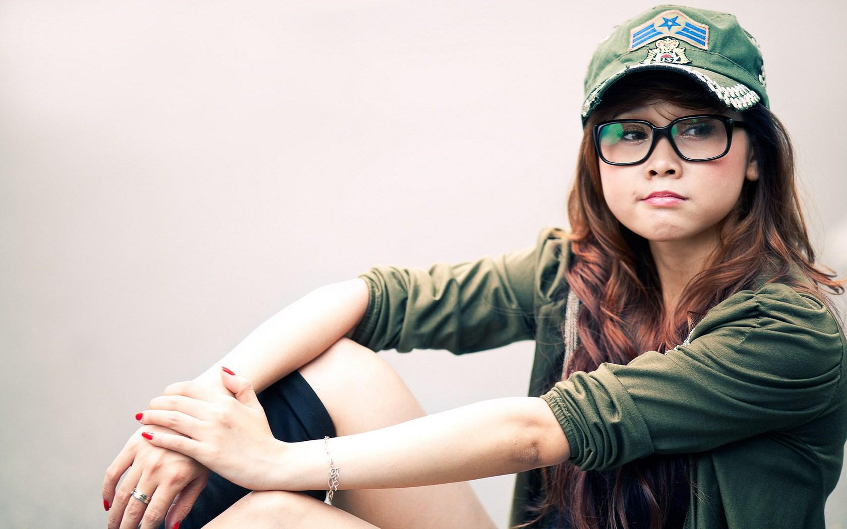 Girl Glasses HD wallpaper 1680x1050 26096 1680x1050