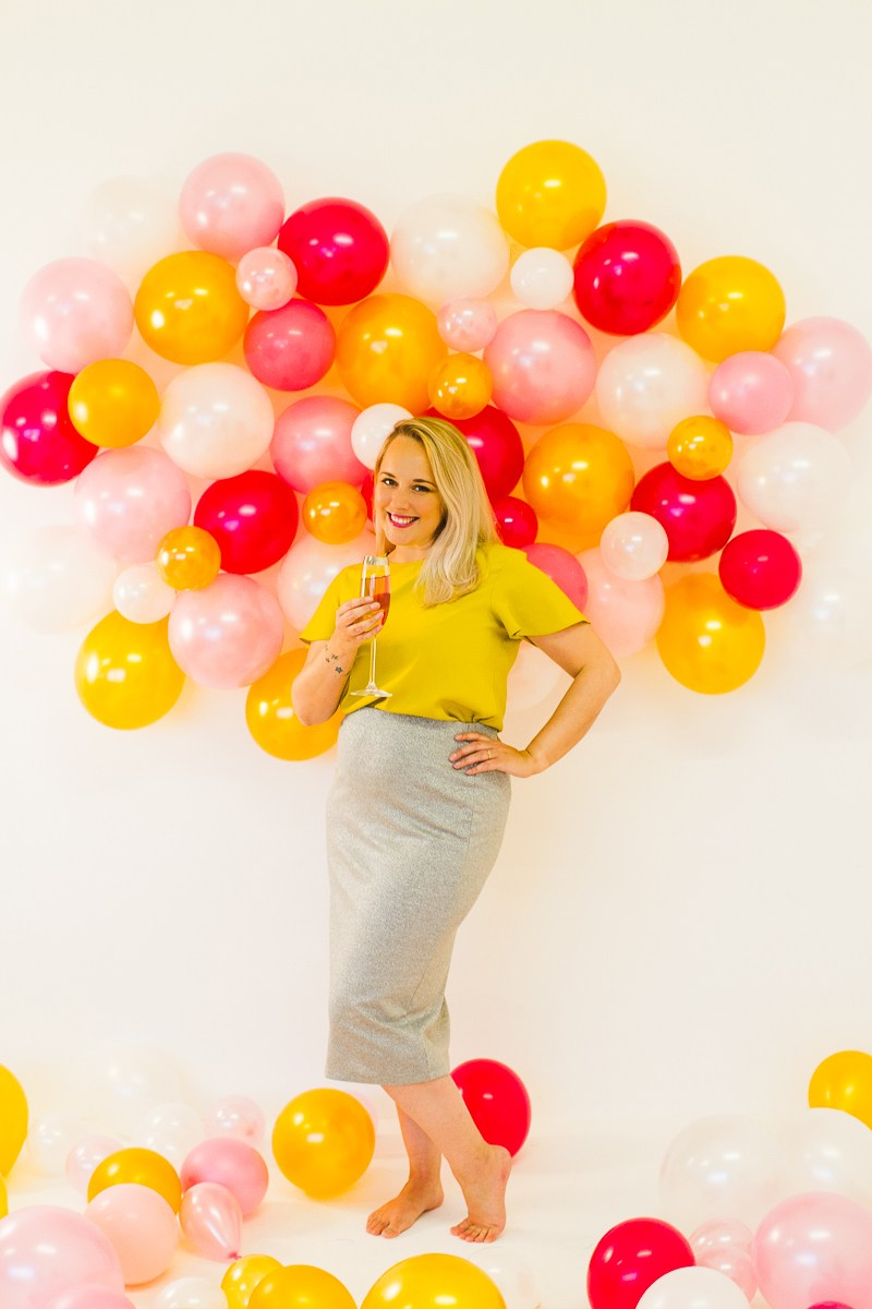 DIY BALLOON WALL BACKDROP FOR YOUR NYE PARTY Bespoke 800x1200