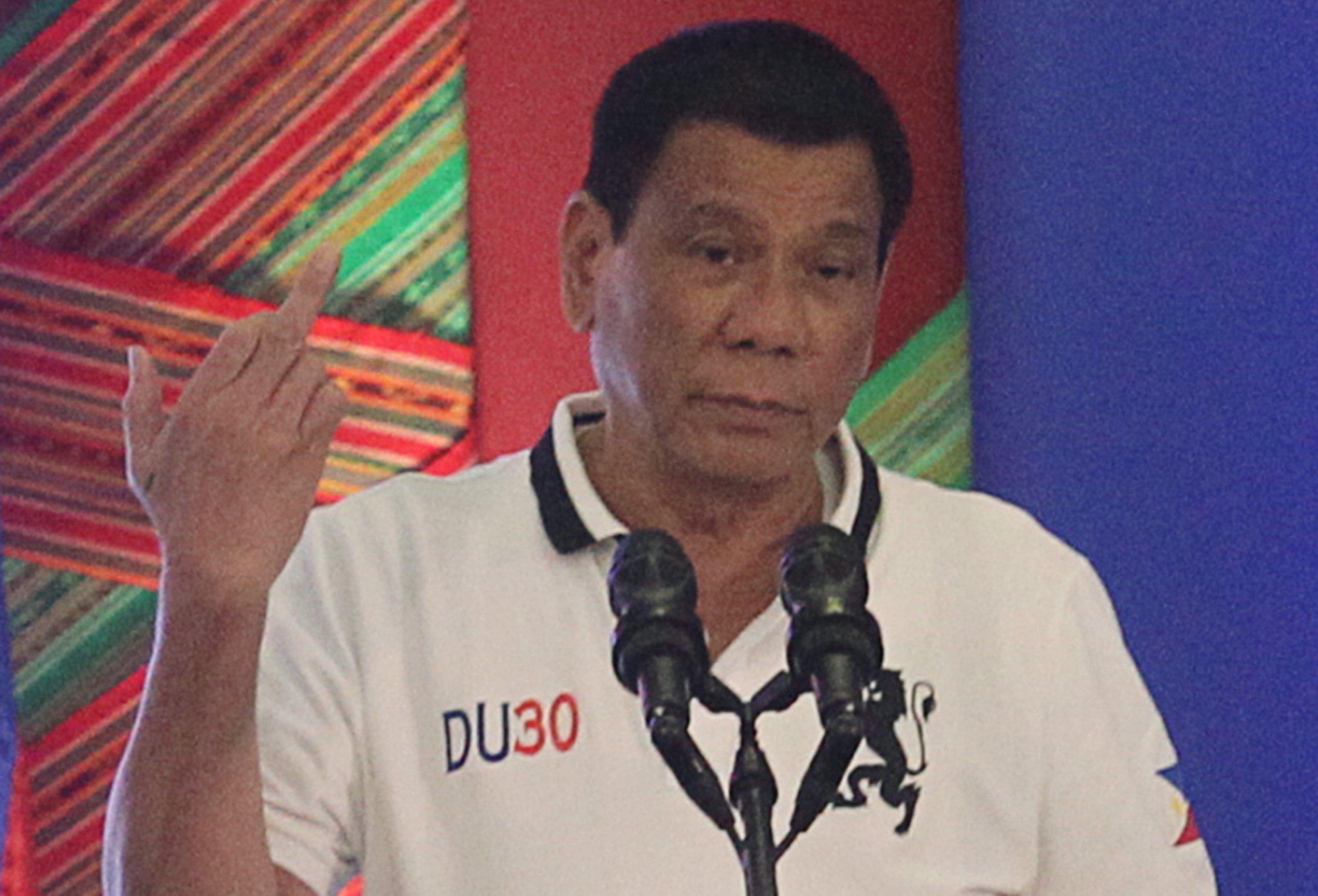 Rodrigo Duterte   Rodrigo Duterte Middle Finger   2500x1701 2500x1701