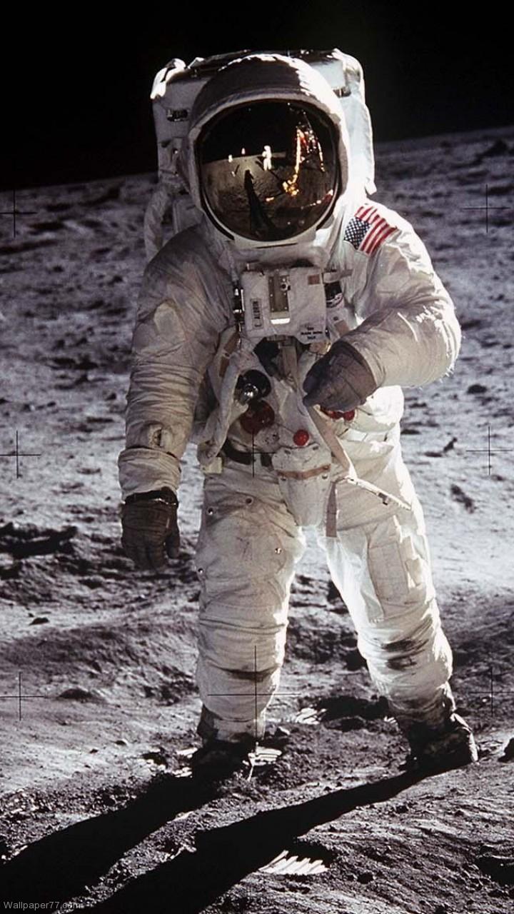 Astronaut on the Moon Wallpaper - WallpaperSafari