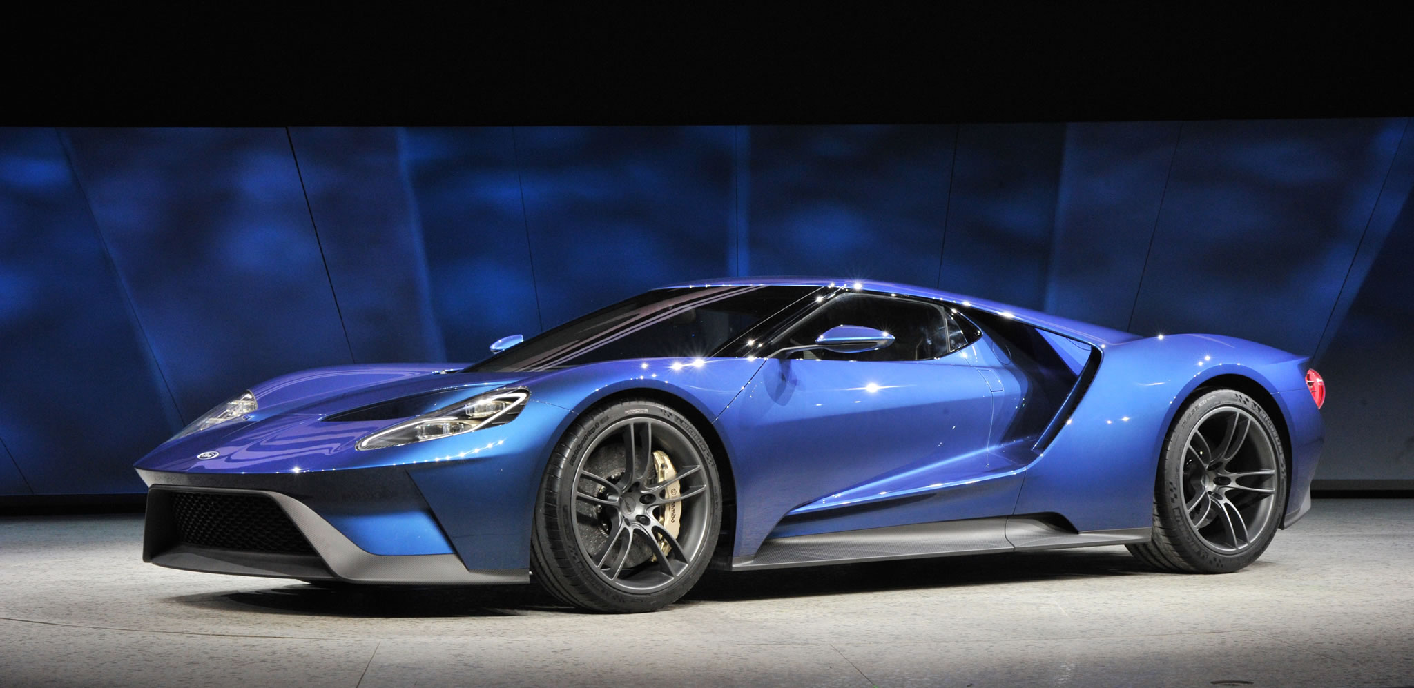 2017 Ford GT at 2015 NAIAS   front photo Blue Oval supercar size 2048x997