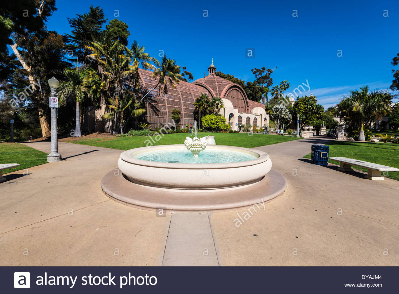 Fountain with the Botanical Building in the background Balboa 1300x958