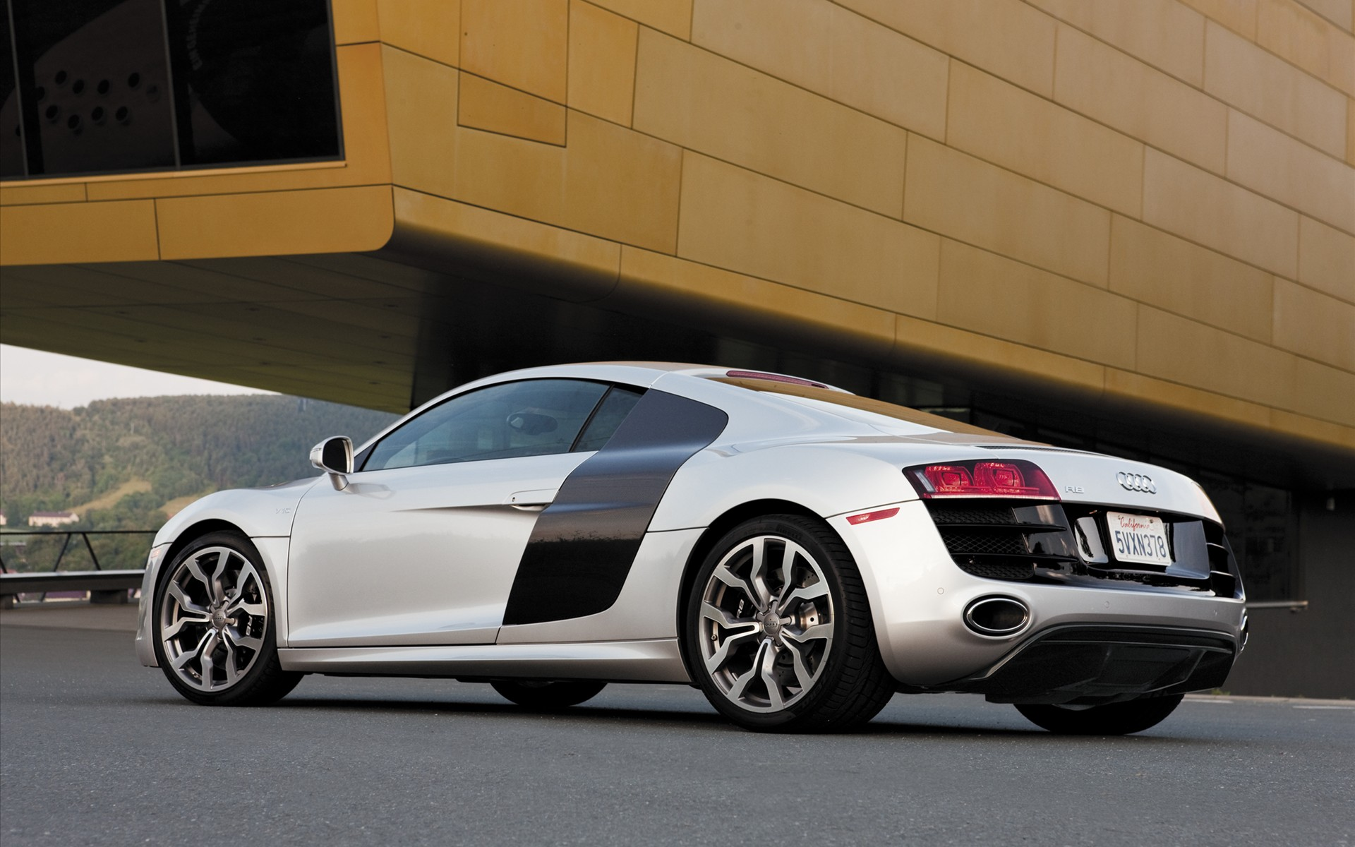 2010 Audi R8 V10 HD Wallpapers 1920x1200