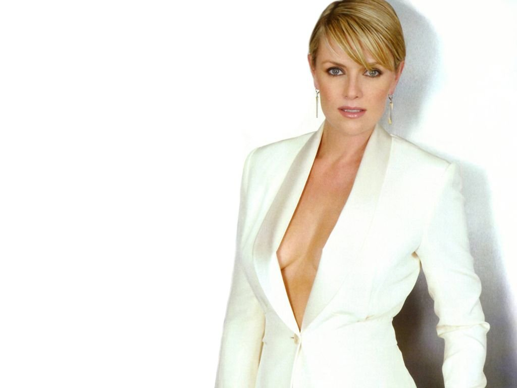 Free Download Amanda Tapping Sexy Wallpaper Images 1024x768 For