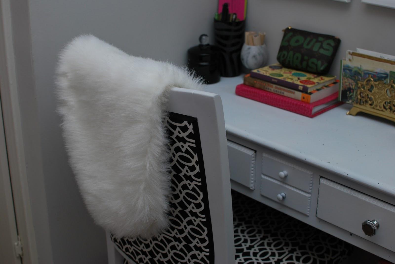 Fur Wallpaper For Bedrooms 1600x1071
