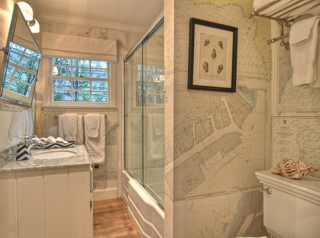 Fantastic Nautical Themed Bathroom With Chart Wallpaper And 640x476
