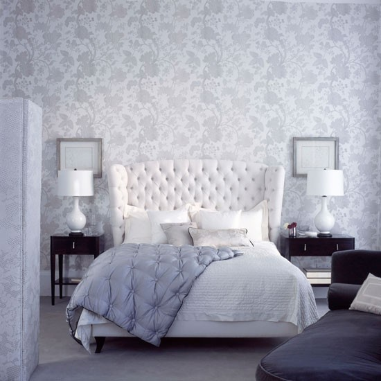 Tranquil grey and white floral bedroom wallpaper Homes Gardens 550x550