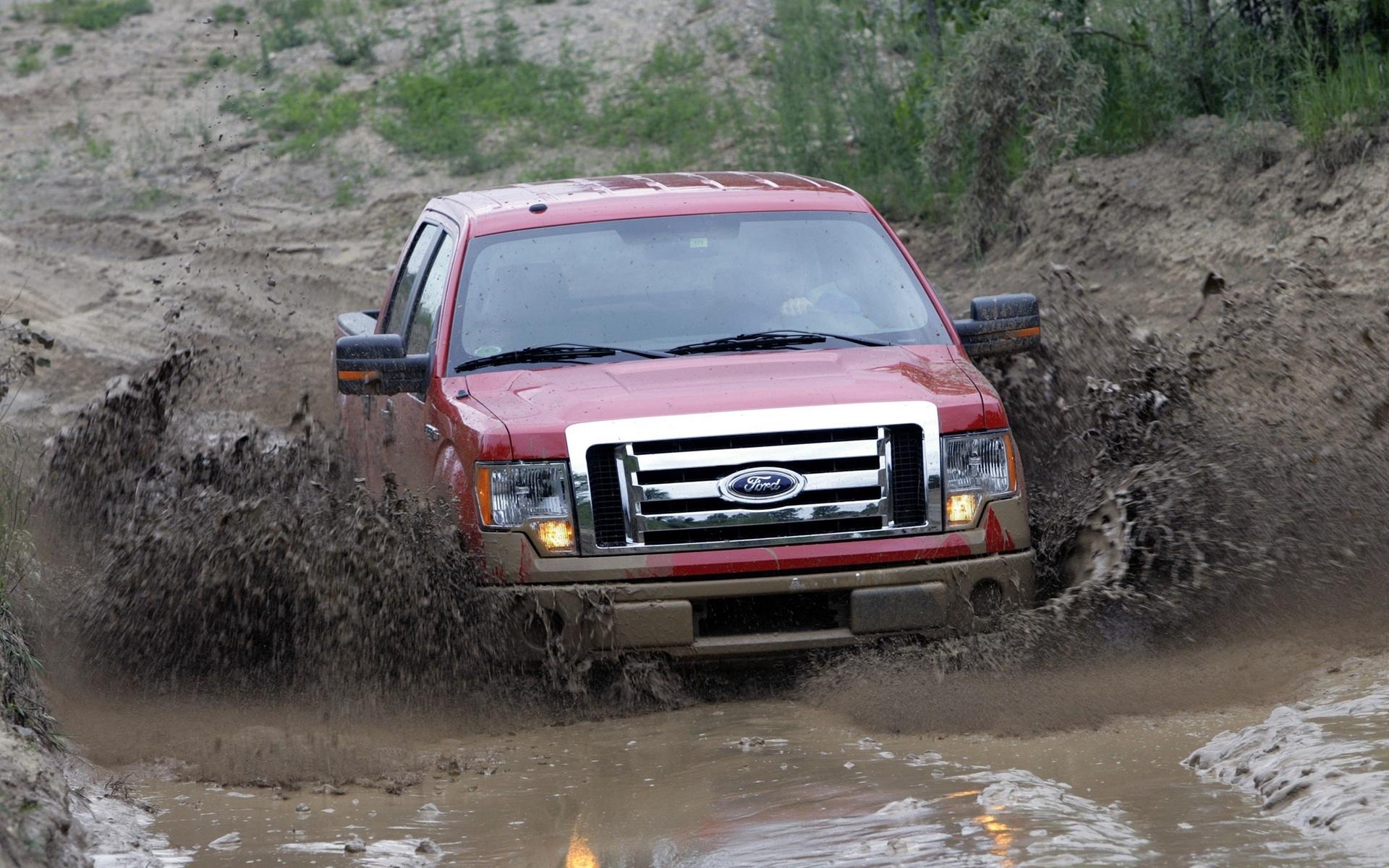 Ford Trucks Mudding Lifted