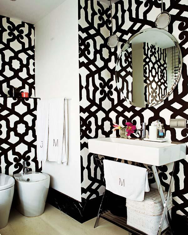 white wallpaper decorating bath room lavatory eclectic home decor 600x750