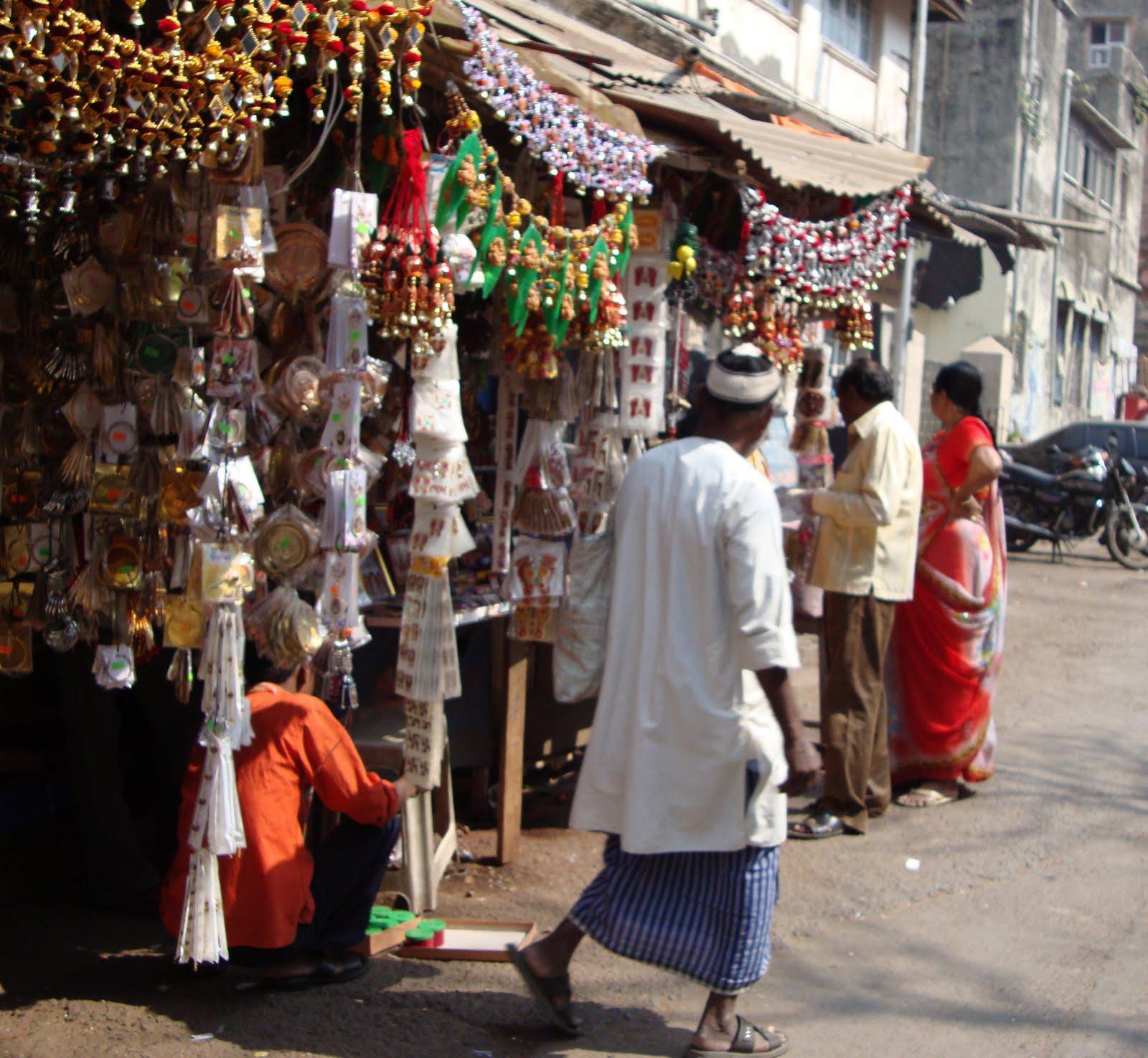 Temples Photo of Golden Hindu Temple India Mahalaxmi Temple   Mumbai 1600x1475