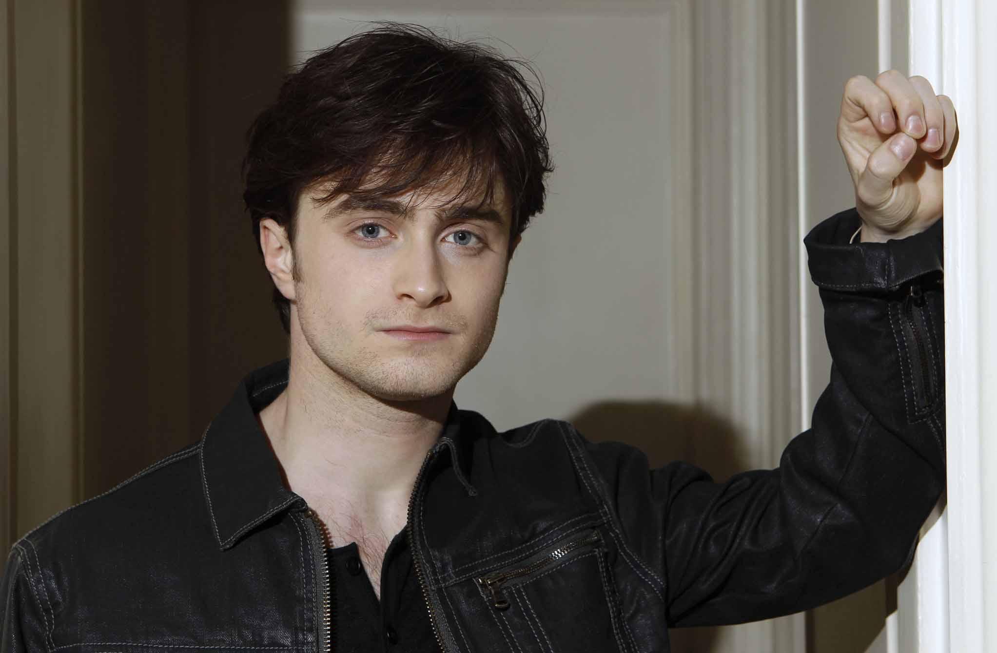 Daniel Radcliffe Desktop HD Wallpaper 55520 2045x1340px 2045x1340