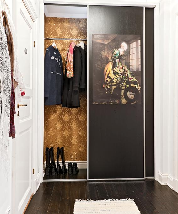 Luxury In A Small Space Entry Closet Danielleoakleyinteriors 567x682