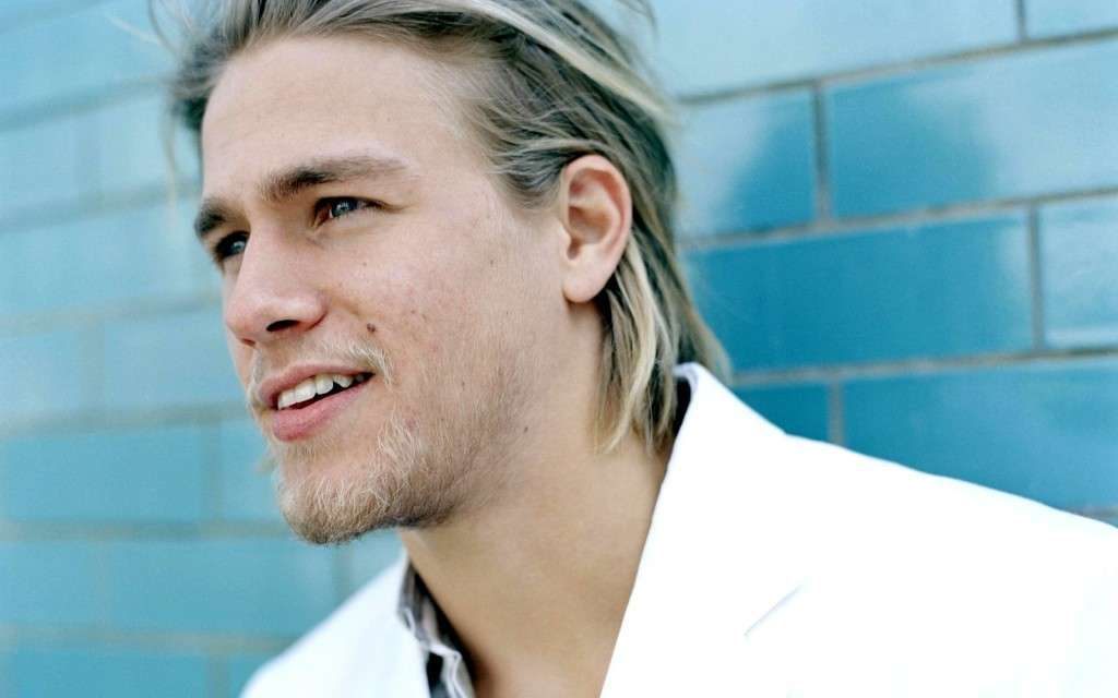 Charlie Hunnam HD Wallpaper Desktop BAckgrounds 1024x640 download 1024x640