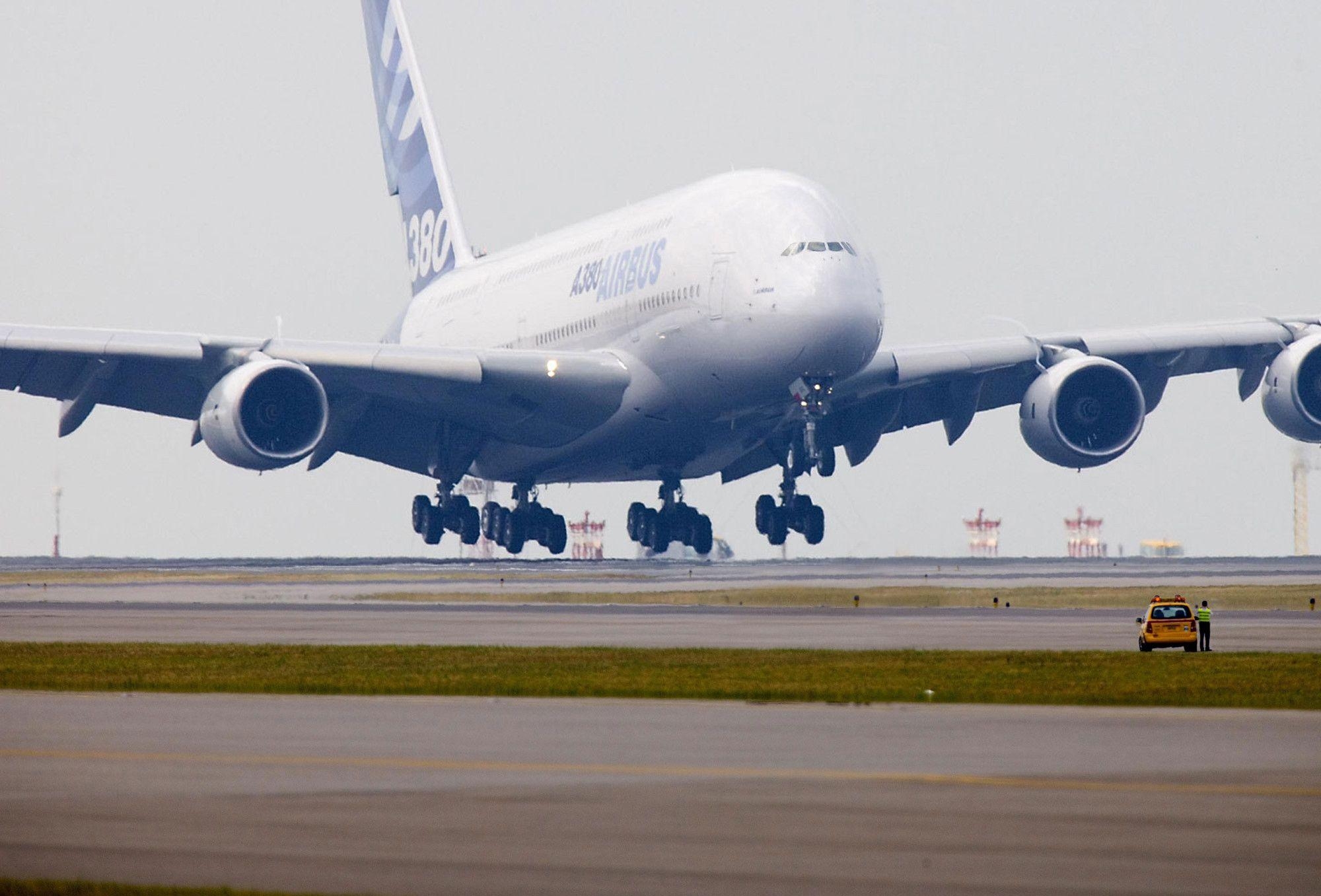 Airbus A380 Wallpapers 2000x1357