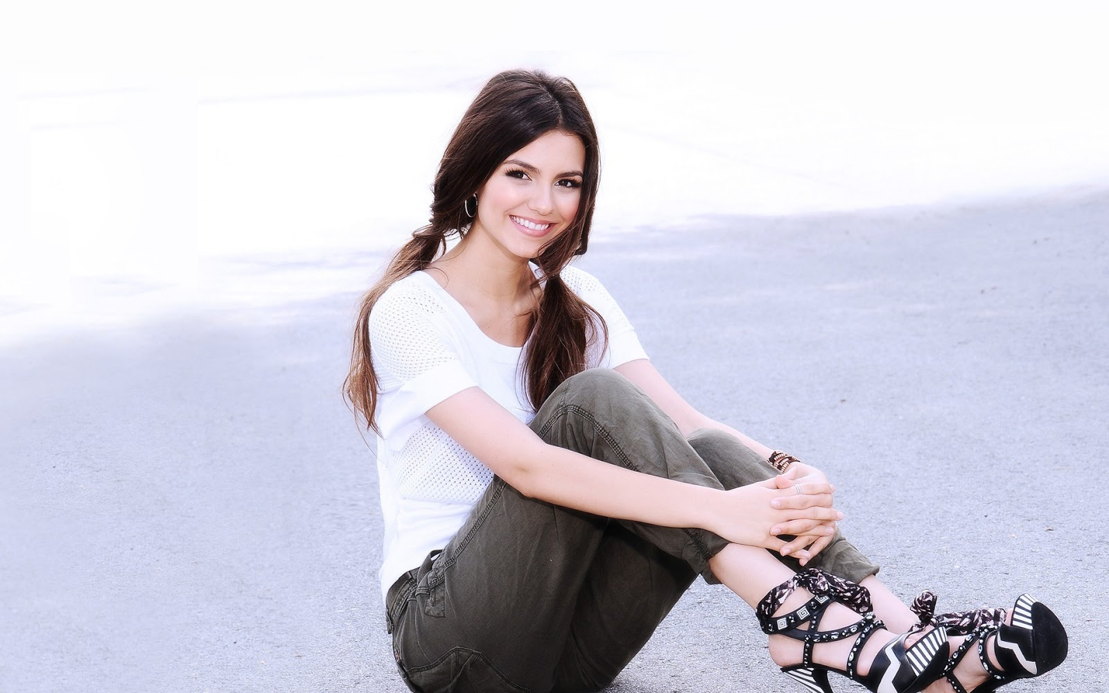 Hollywood Victoria Justice hd New Nice Wallpapers 2013 1600x1000
