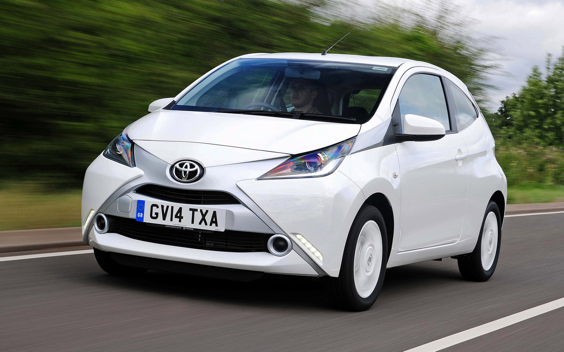 2014 Toyota Aygo x clusiv 3 door UK   Wallpapers and HD Images 1920x1200