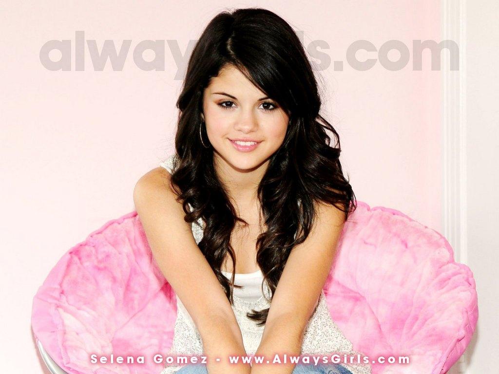 Selena Gomez Wallpaper 2011 7jpg 1024x768
