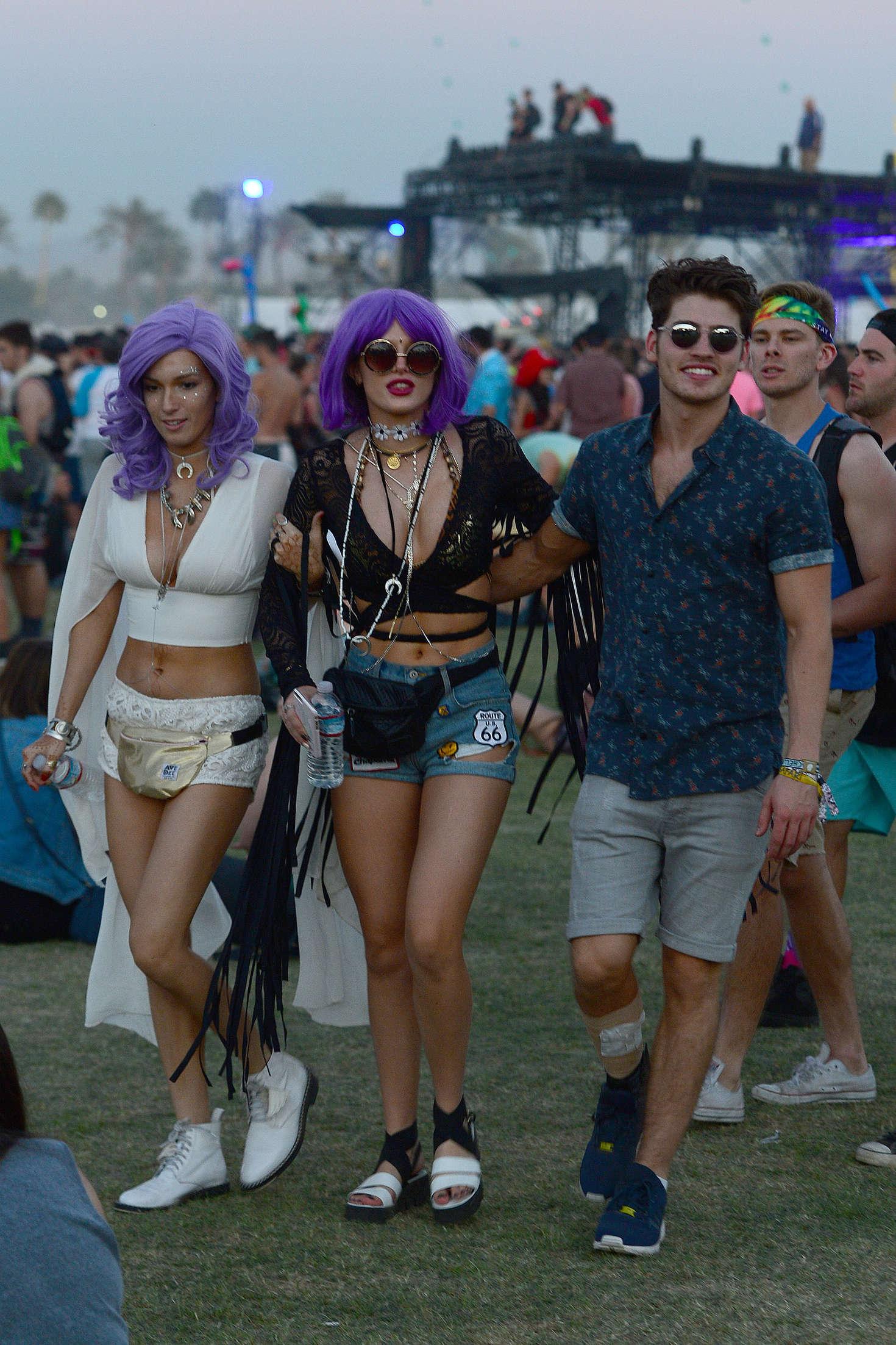 Bella Thorne Coachella Music Festival 2016 day 3  21 1470x2205