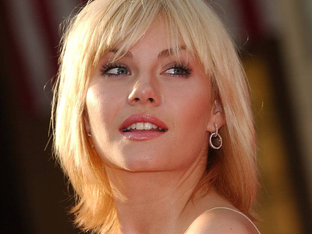Free Download Elisha Cuthbert Hd Wallpapers 1024x768 For Your