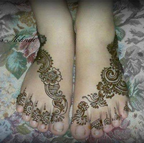 Latest Best Facebook Beautiful Bridal Feet LegsMehndi Designs 2015 500x496