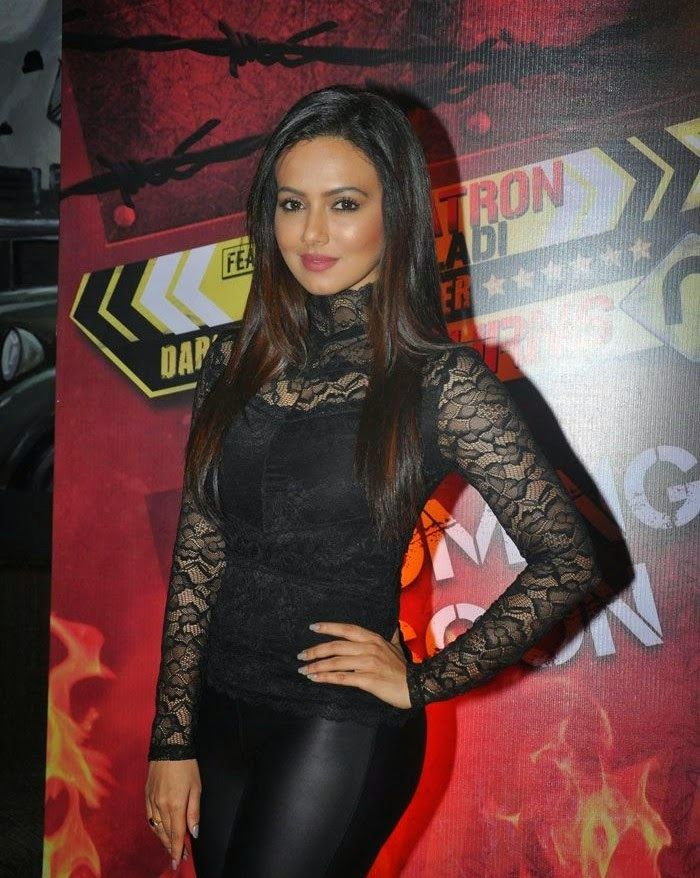 Sana Khan Bikini Hot Photos Pics Hd Wallpapers Sexy Images 700x878