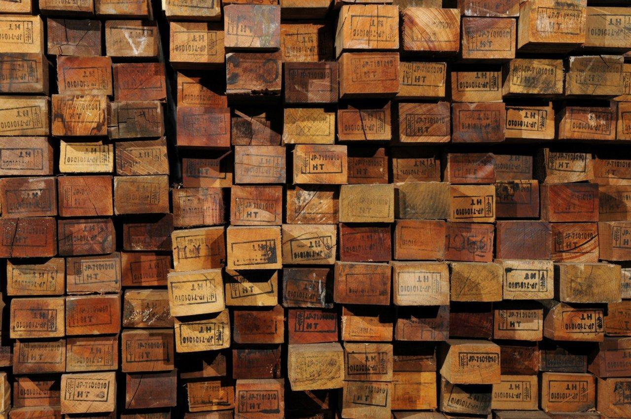 Understanding Reclaimed Wood How the Salvaging Process Works Credit 1280x850