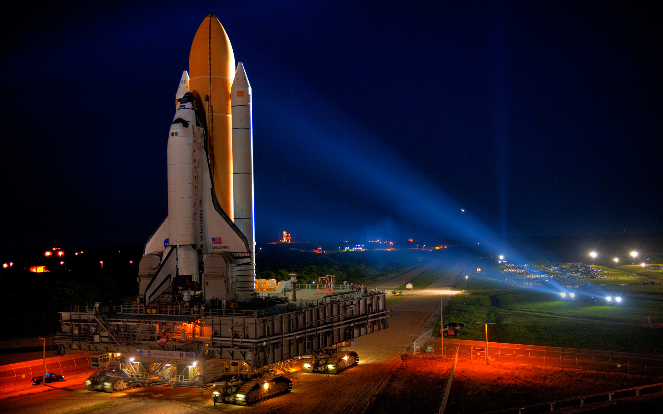 Space Shuttle Discovery Wallpapers and Background Images   stmednet 2200x1375