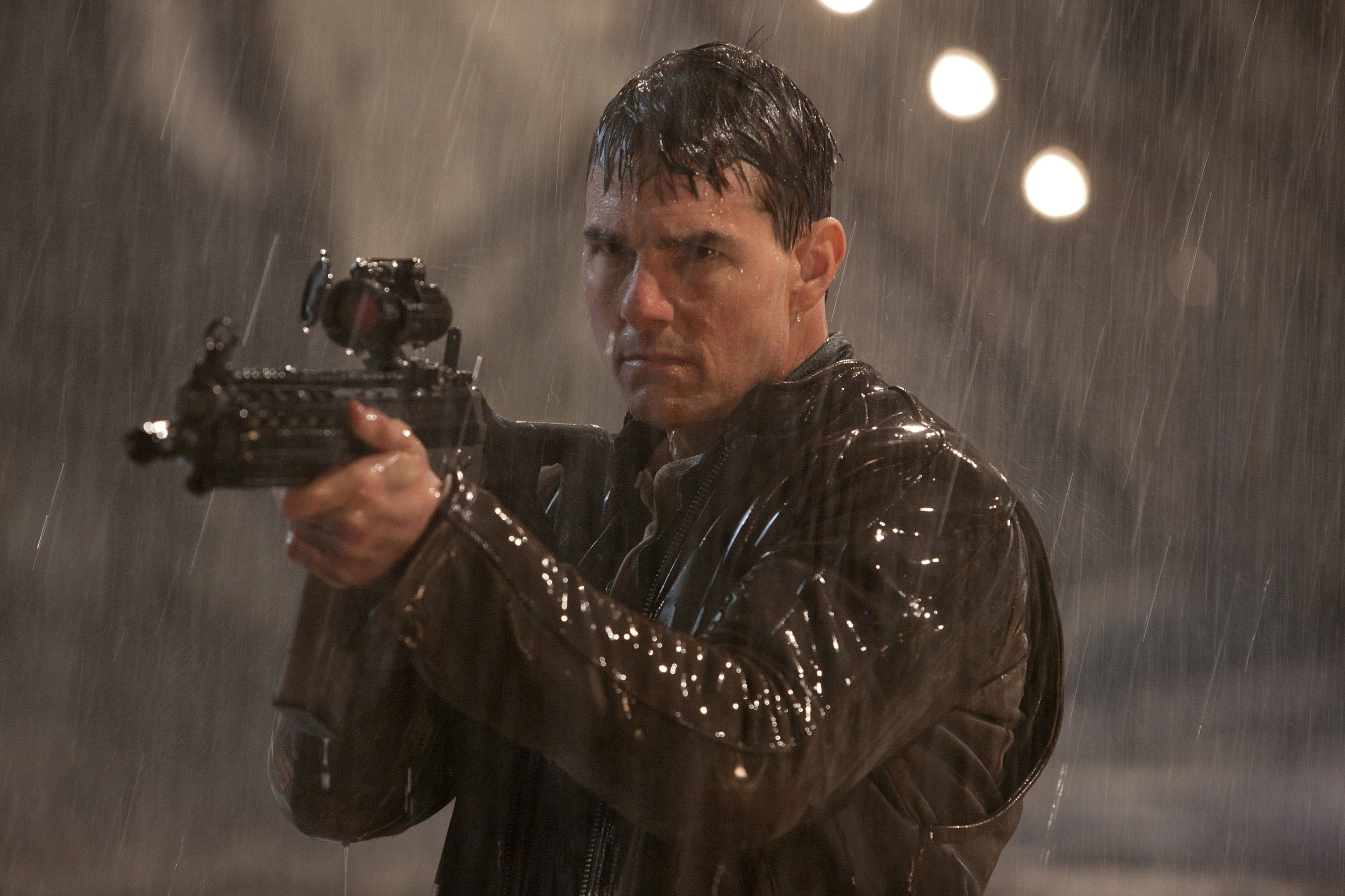 Tom Cruise Fire in Movie Jack Reacher HD Wallpapers 3073x2048