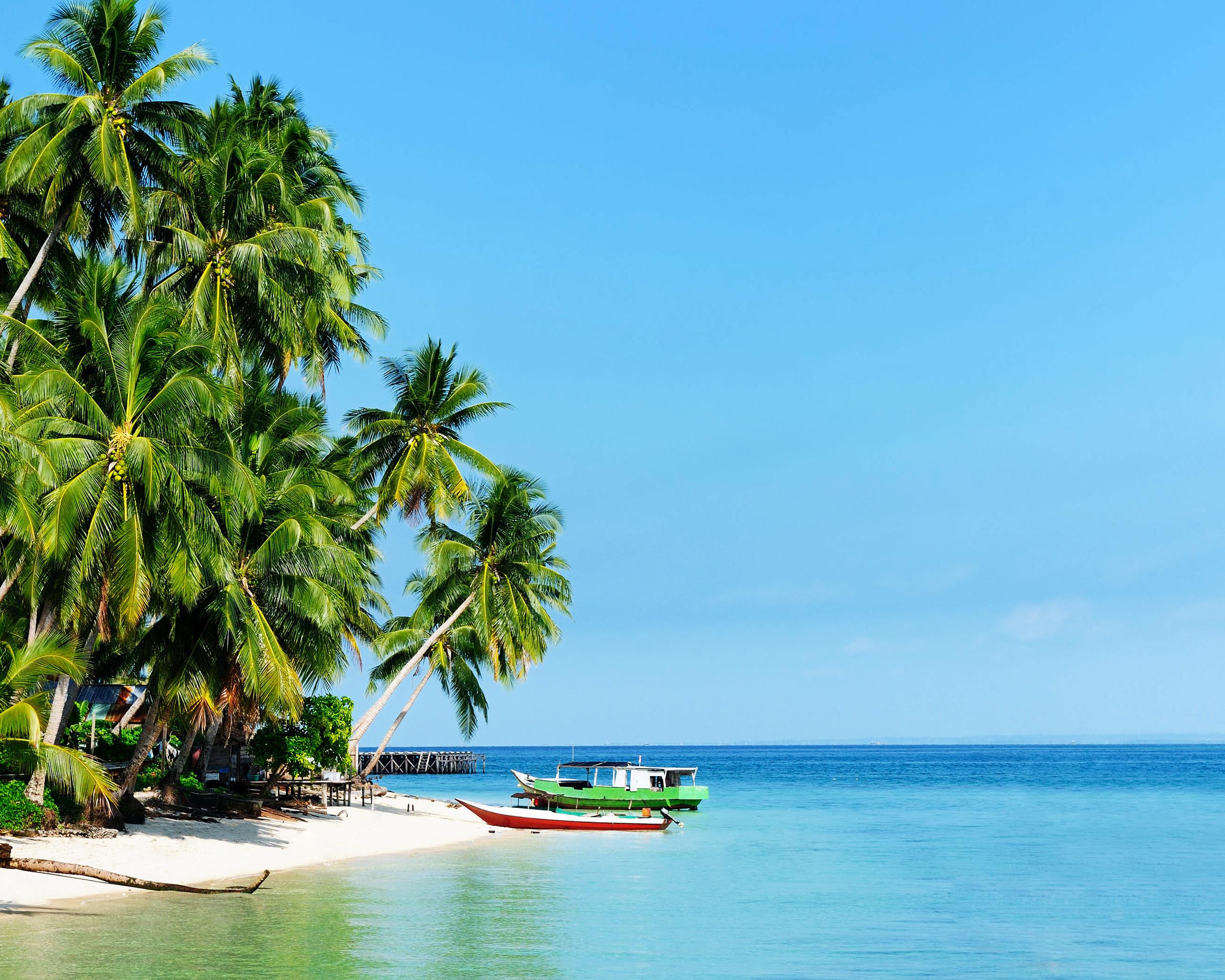 White sandy beach of the Derawan Islands wallpaper   Beach Wallpapers 2560x2048