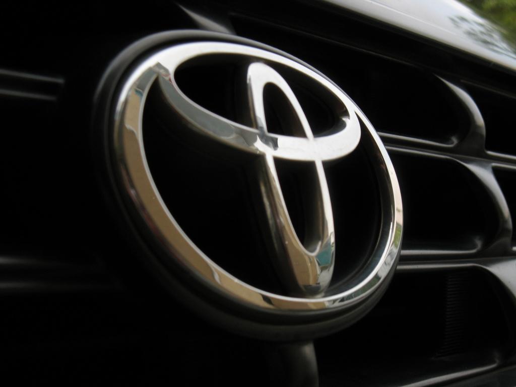 Toyota Logo White   image 407 1024x768