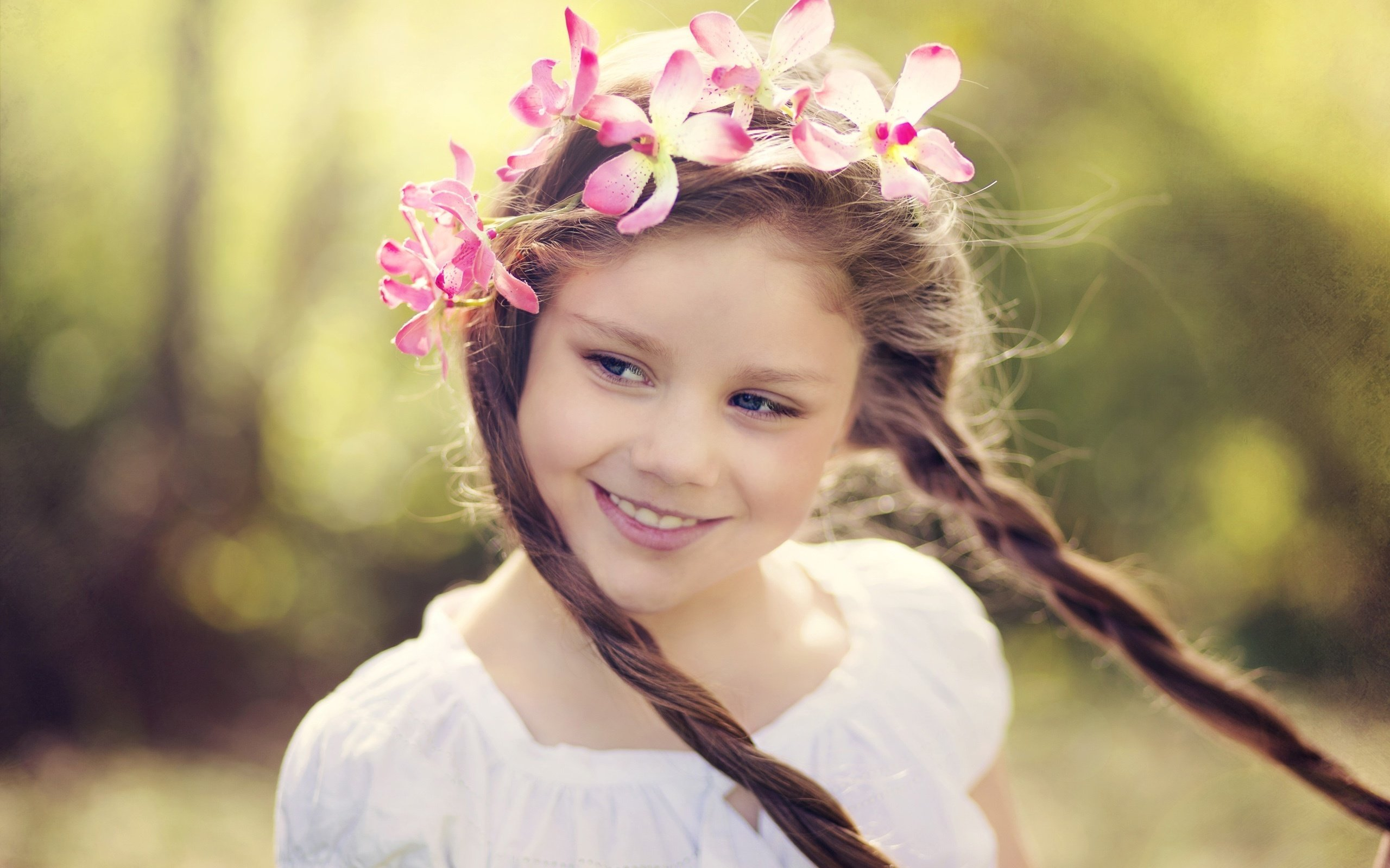 Smile little girl flower wreath Wallpaper Photo Wallpapers 2560x1600