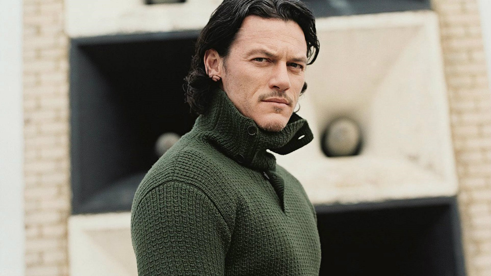 Luke Evans Wallpapers Full HD Pictures 1920x1080