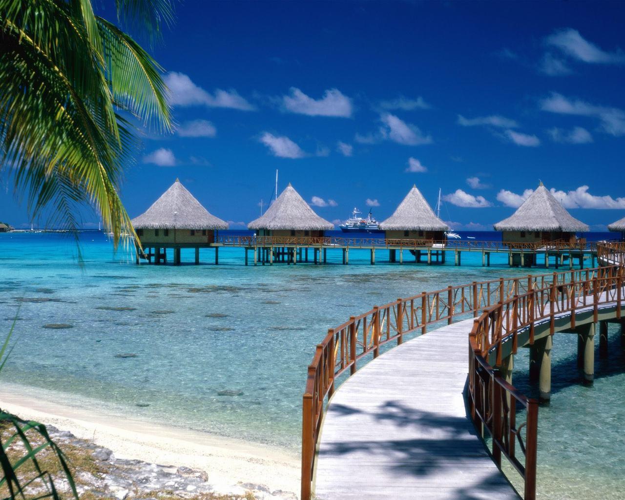 tropical island beach scenery palace for Sunbathing desktop wallpaper 1280x1024