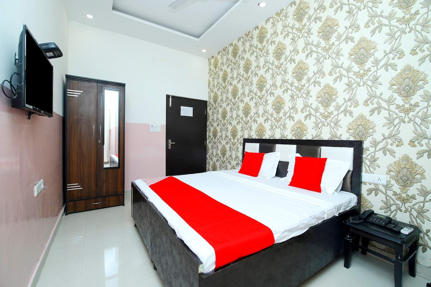 Hotel R2d OYO 43846 Dakoha   Hotel Reservations Rs 1001 To Rs 1440x960