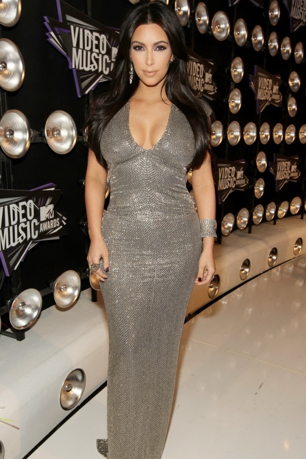 Kim Kardashian Very Beautiful Dress iPhone 4 Wallpaper iPhone 4 600x900