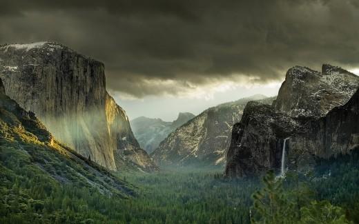 Eye Catching Mountain Background 520x325
