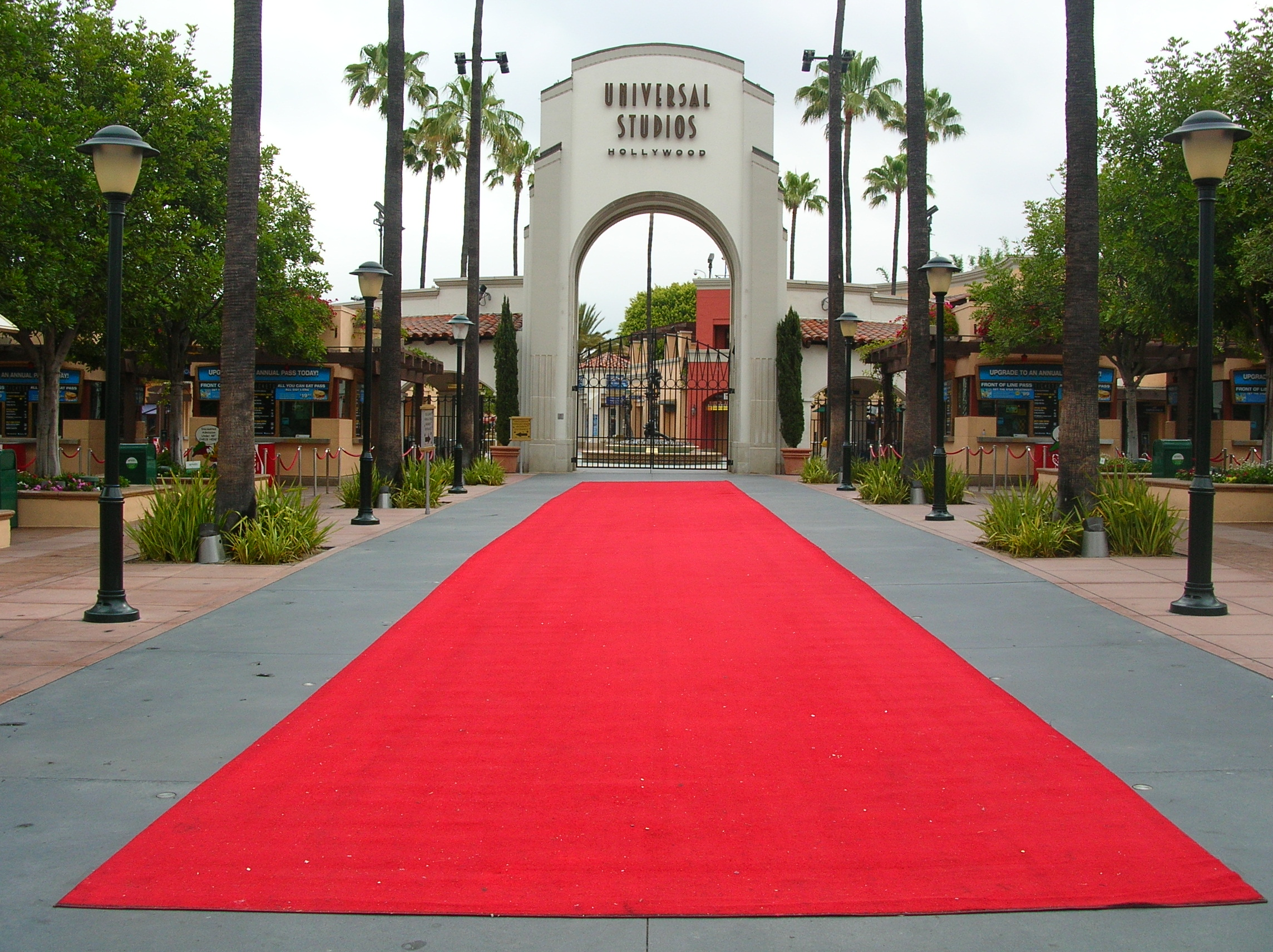 Rolled out red carpet at Universal Studios HollywoodJPGred20carpet 2288x1712