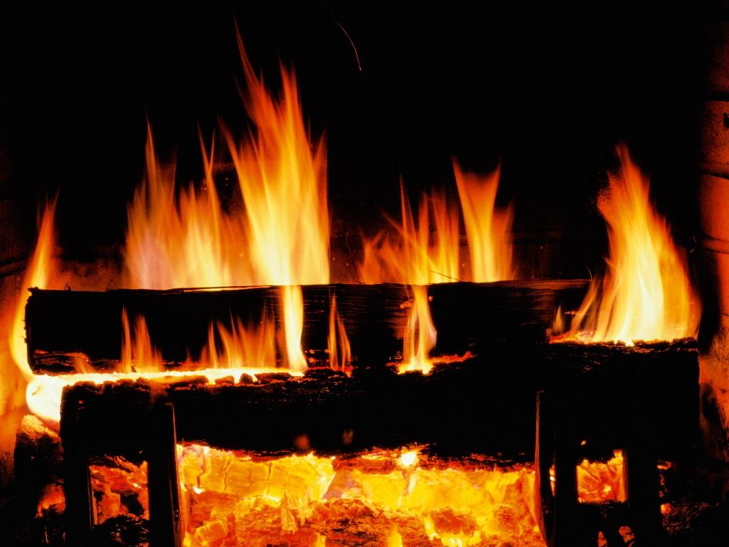 Crackling Fire   Christmas Wallpaper 2736108 1024x768