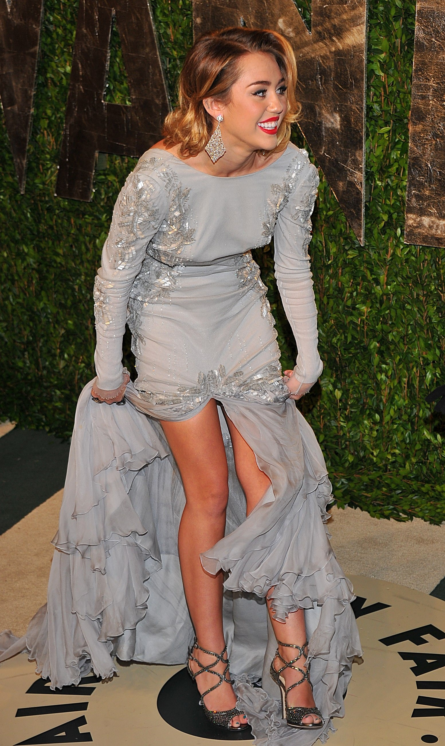 Related Pictures miley cyrus oscars 2010 champagne formal celebrity 1553x2600