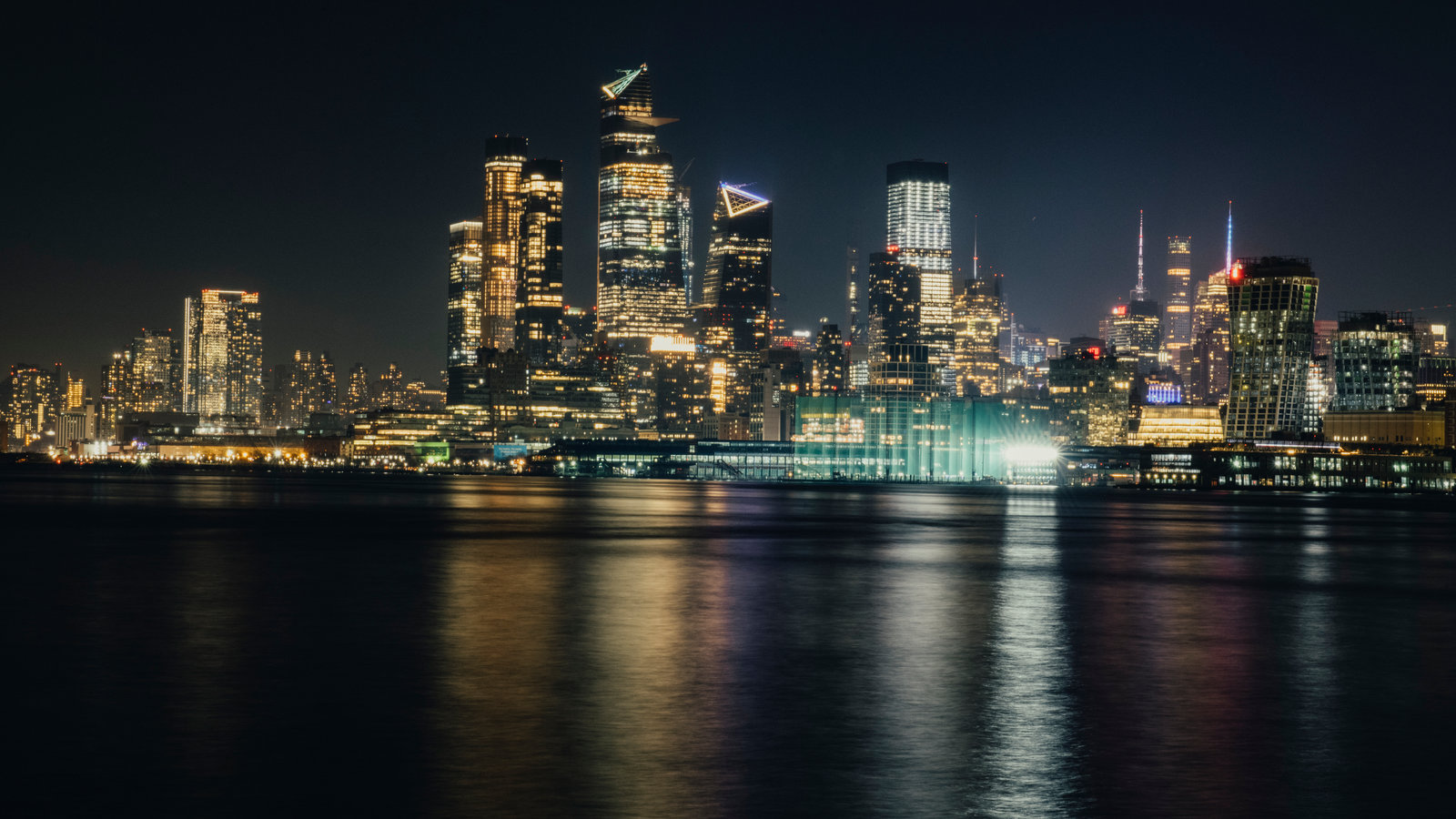 Why Is New York Citys Skyline Always Lit Up   The New York Times 1600x900