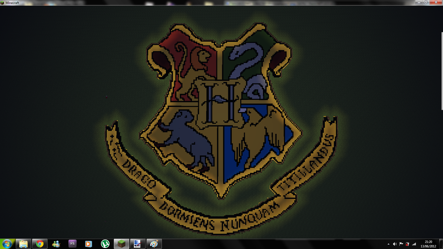 Hogwarts Logo Wallpaper Minecraft hogwarts crest night 900x506