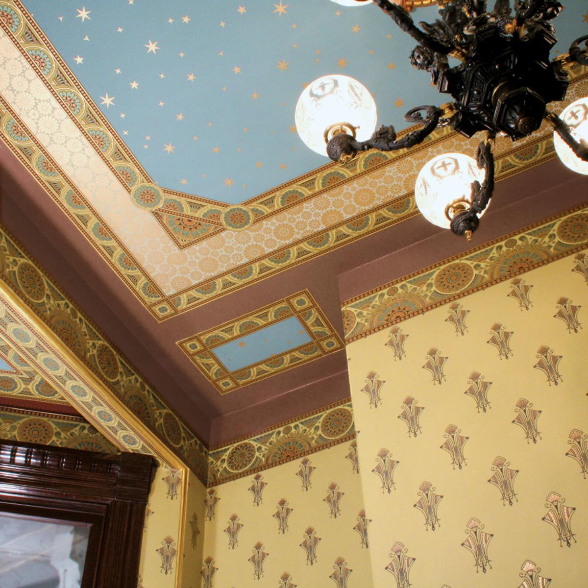 гибель наших как обклеить потолок разными обоями фото цвета