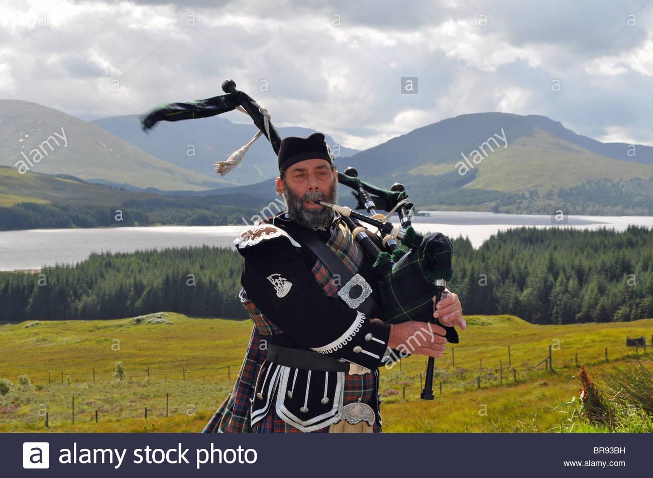 Scottish Piper Stock Photos Scottish Piper Stock Images   Alamy 1300x953